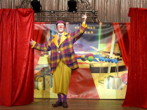guignolo-clown-sur-scene