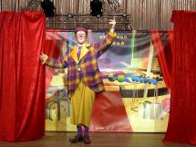guignolo-clown-sur-scene