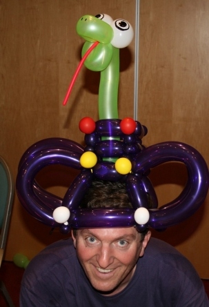 sculpture-ballon-chapeau-serpent